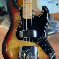 1975 Fender Jazz bass