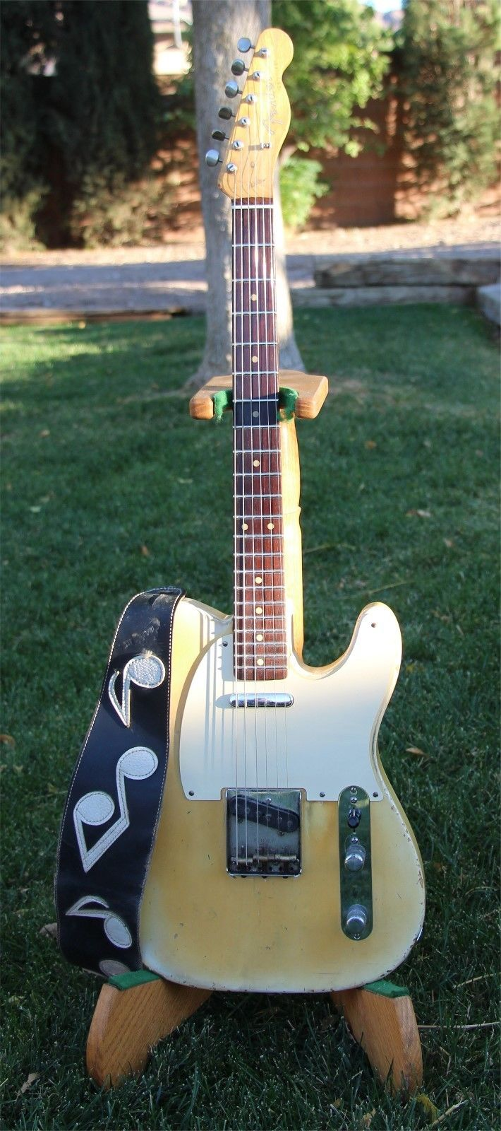The Authentic Earth III Stevie Ray Vaughan Musical Note Guitar Strap