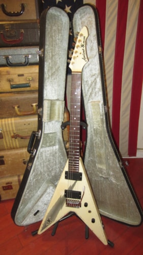 ~1983 Aria Pro II XX Deluxe Flying V White with Black Graphics w Original Case