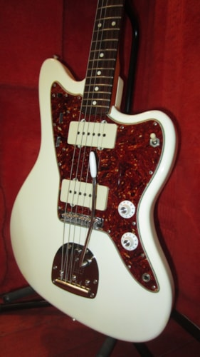 ~1999 Fender Jazzmaster (1962 reissue) White w/ Original Fender 1967 Pickups & Hard Case