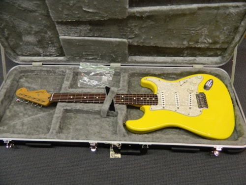 2001 Fender Deluxe Powerhouse Stratocaster Graffiti Yellow