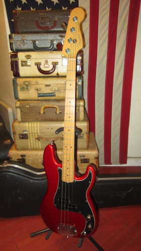 2005 Fender American Standard Precision Bass Candy Apple Red