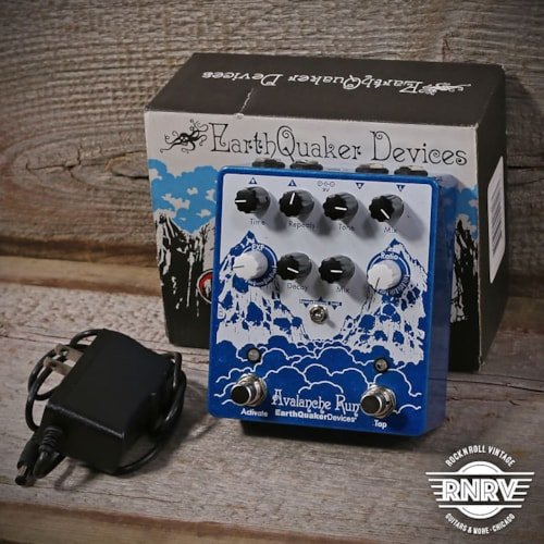 Earthquaker Devices Avalanche Run V2 #9304 w/ Box and Adapter