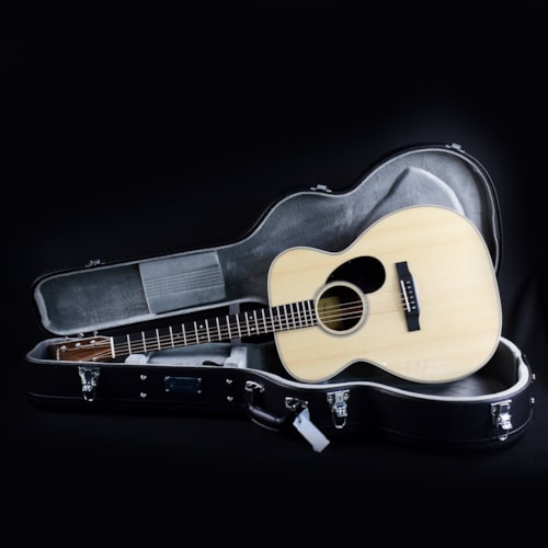 Eastman E80M Natural OM Acoustic Guitar All Solid w/ Case (M2005100)