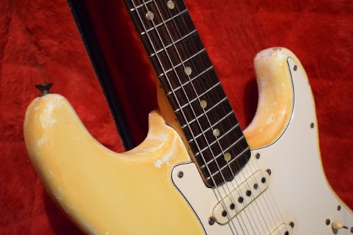 Fender Stratocaster 1971 Olympic White with export case.