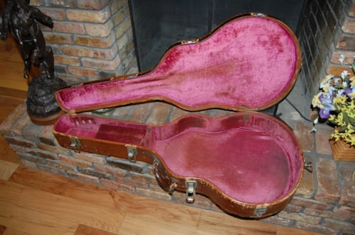 Gibson Pre-War Super 400 leather covered/pink plush interior