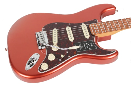 Fender Player Plus Stratocaster  Aged Candy Apple Red